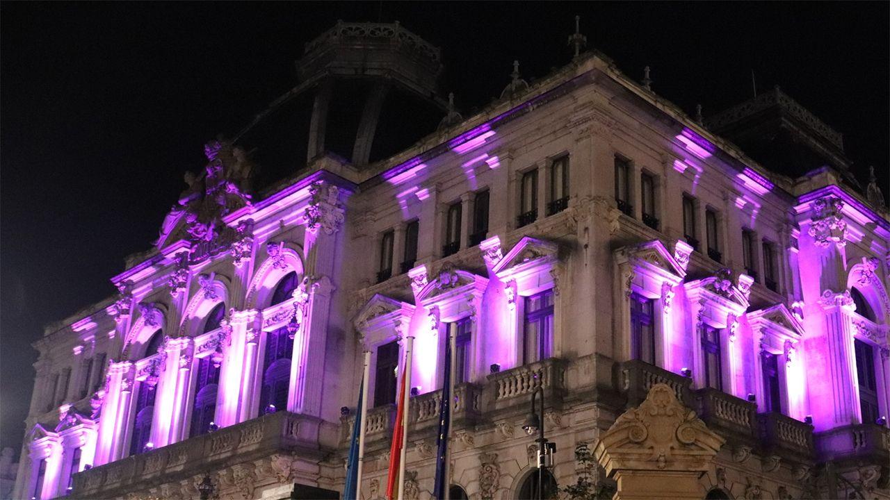 Obras en la variante de Pajares.La Junta General se ilumina de morado contra la violencia de género el 25-N