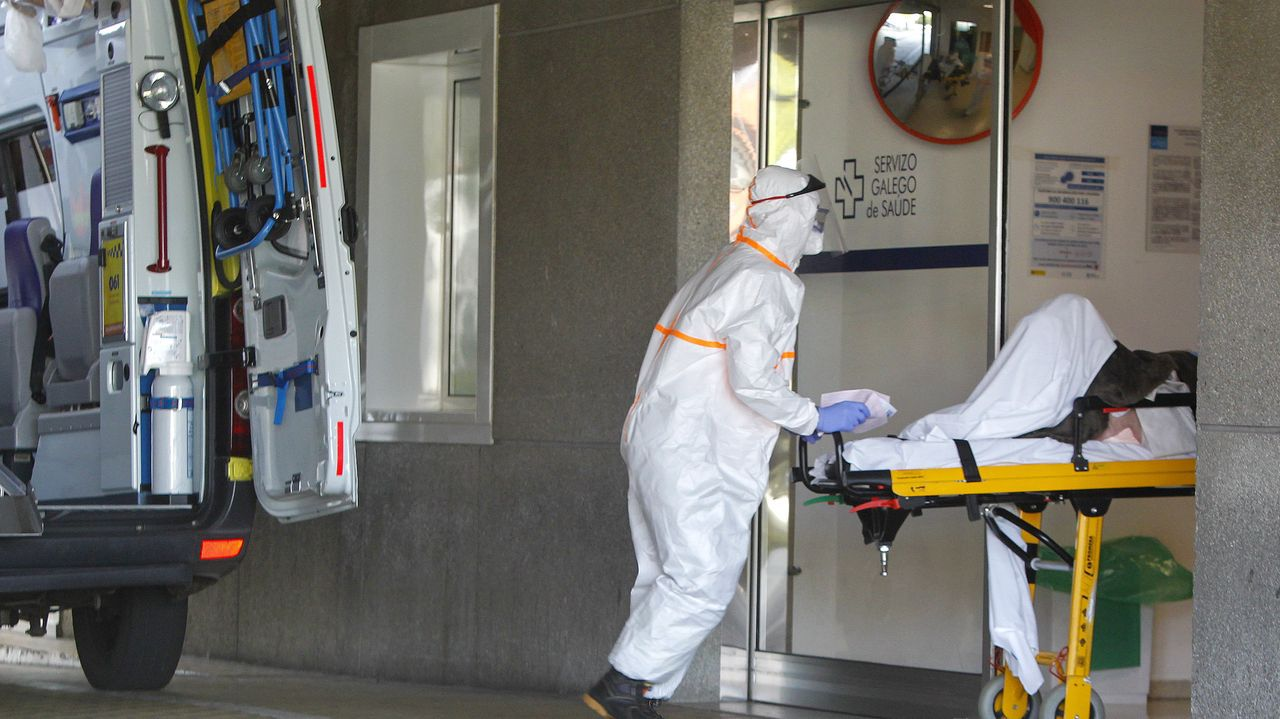 Un posible caso de coronavirus llega en ambulancia al hospital Arquitecto Marcide de Ferrol