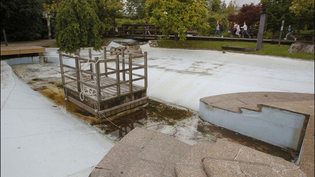 El transbordador de Aquaciencia, la estrella del parque didáctico dedicado al agua, no se puede utilizar porque en el estanque no hay agua