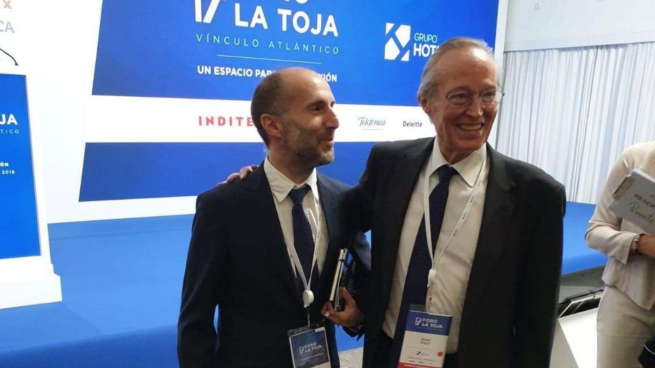 El alcalde de Ourense, Gonzalo Pérez Jácome, con el presidente del Foro La Toja, Josep Pique