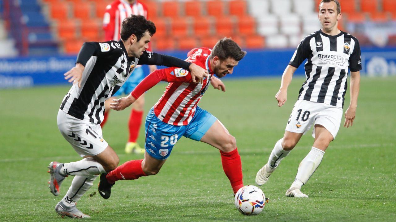 gol Tejera Real Oviedo Sporting derbi asturiano Carlos Tartiere.César Martín y Francesc Arnau, en El Requexón