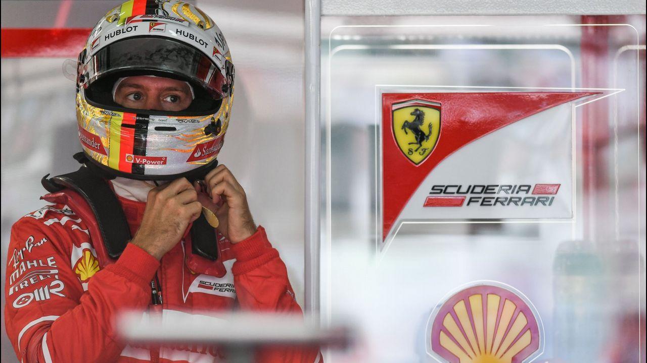 El piloto español de la escudería McLaren-Honda, Fernando Alonso, participa en el segundo entrenamiento previo al Gran Premio de Japón en el circuito de Sukuza (Japón) hoy, 6 de octubre de 2017, que se celebrará el próximo domingo 8 de octubre. EFE/DIEGO AZUBEL