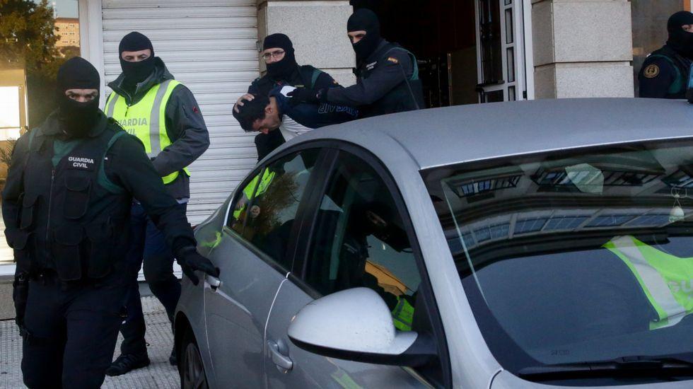 Un detenido en Arteixo por su vinculación con el Estado Islámico.El fiscal Alberto Rodríguez (centro) y portavoces de las asociaciones organizadoras del encuentro
