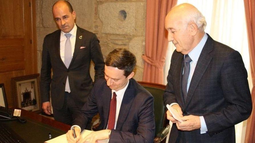 Los vicepresidentes de la CEG Antonio Fontenla Ramil, a la derecha, y Jaime Luis López Vázquez, a la izquierda