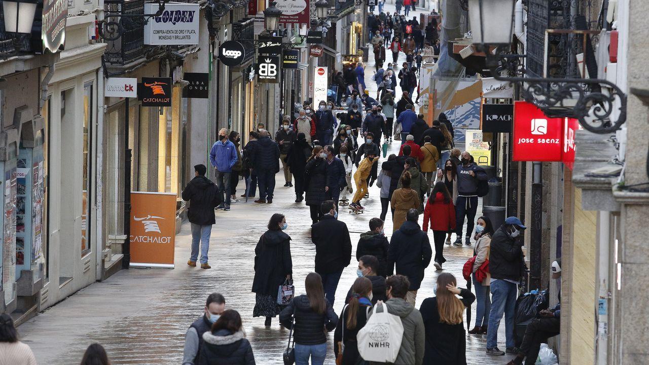 Así quedaron los turismos del accidente en A Chabasqueira.Calle Real, en A Coruña