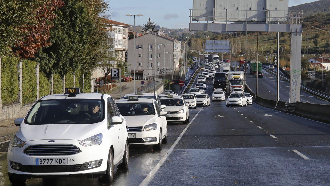 La caravana de taxistas recorriendo Santiago