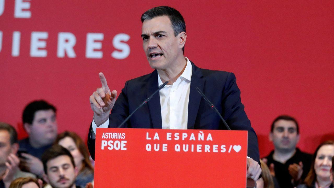Tezanos no descarta que la derecha acabe sumando por el voto oculto de Vox y los indecisos.Iceta y Sánchez bailando durante un acto del PSC en Barcelona, en el 2015
