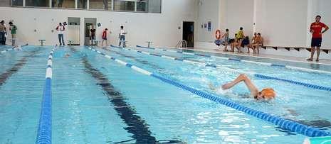 La piscina, que se cerró provisionalmente en junio, tardará todavía varios meses en recuperar su actividad.