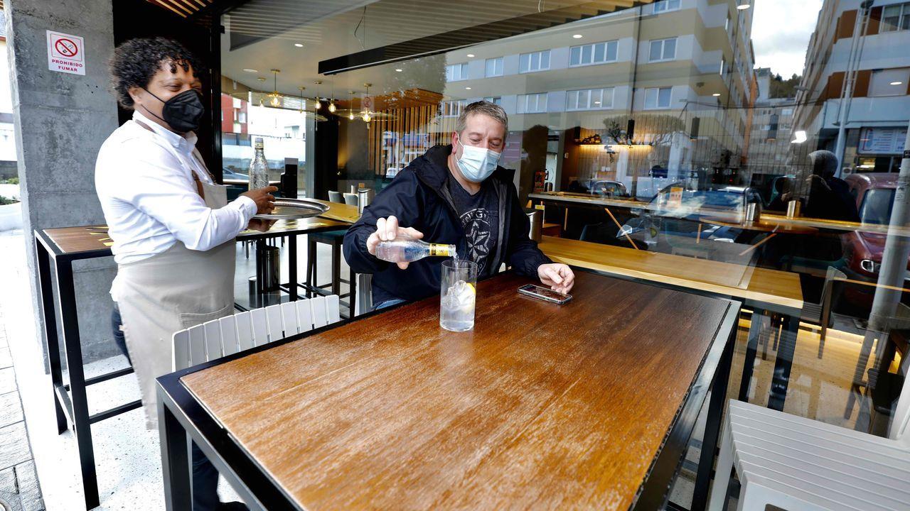 Negocios como el Fumeiro, de Viveiro, ven positiva la ampliación del aforo, pero piden cautela