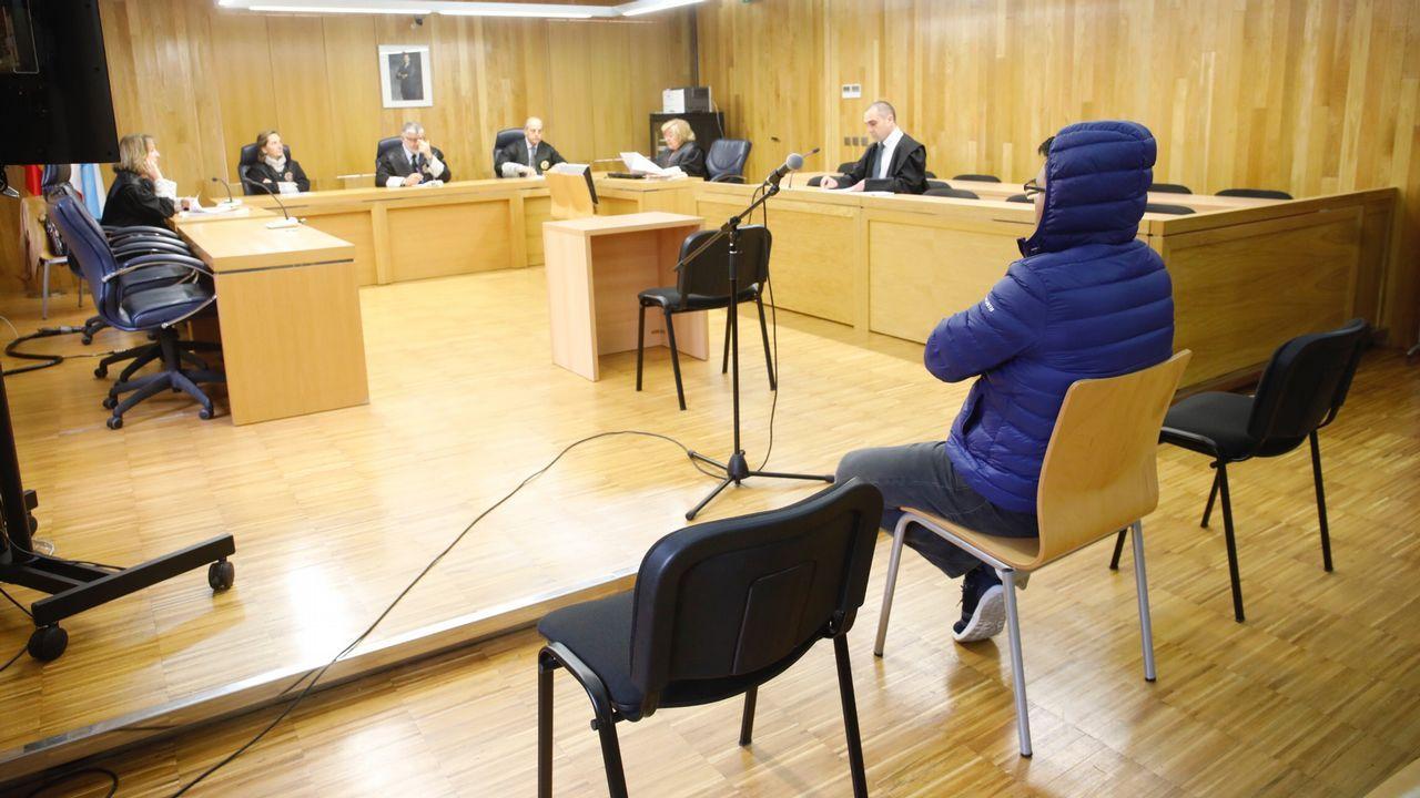 La jueza pitonisa de Lugo busca pareja en First Dates.La Guardia Civil, en la casa, el día en que apareció el cadáver