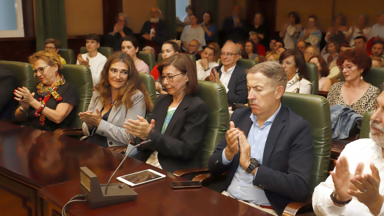 ¡Mira aquí las imágenes de la presentación del libro póstumo de Plácido Betanzos!.La poeta asturiana Hortensia versiona a Rosalía