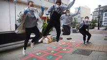 Tecendo Brincadeiras pinta las calles de juegos para los niños