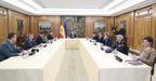 Felipe VI, durante la reunión del miércoles con Pedro Sánchez y el Comité de Gestión Técnica del Coronavirus en la Zarzuela el 18 de marzo de 2020.