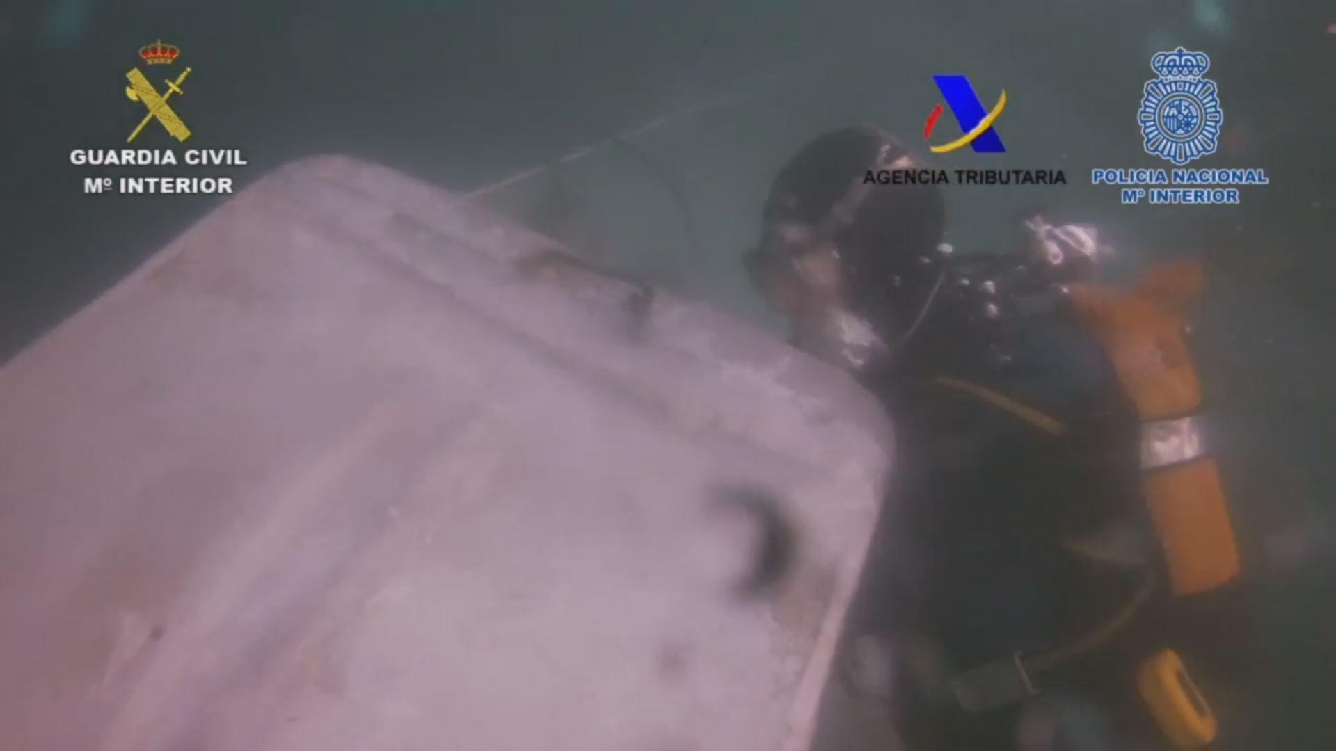 Las primeras imágenes del narcosubmarino bajo el agua