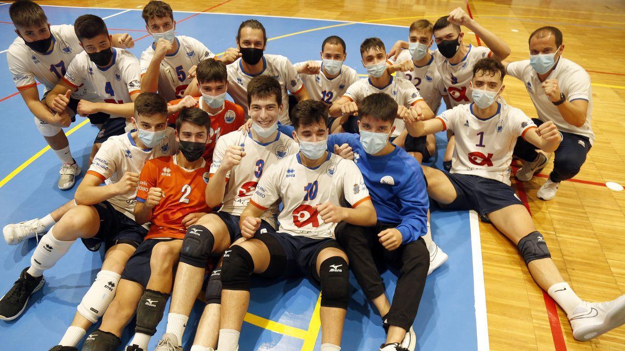 Las mejores imágenes de la proclamación del Boiro Jealsa juvenil como campeón gallego