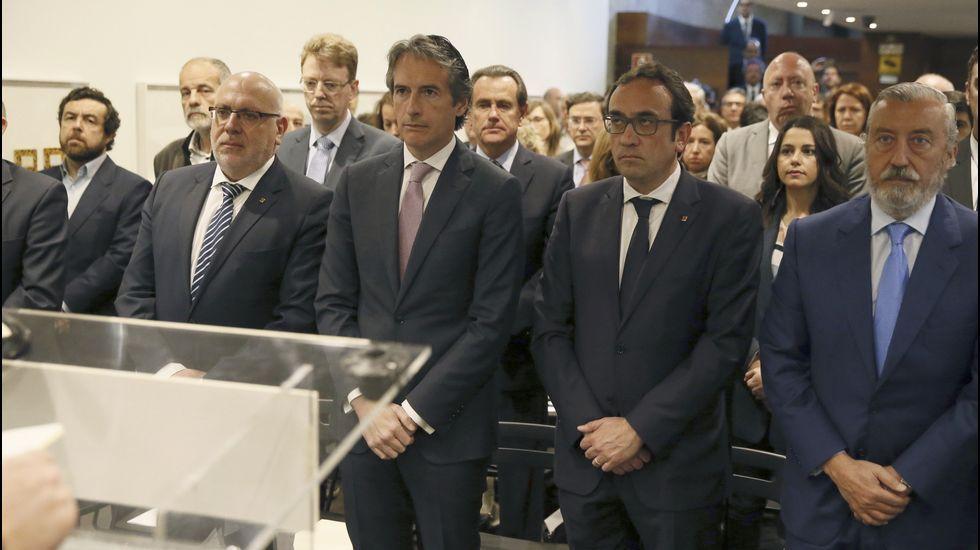 El ministro de Fomento, Íñigo de la Serna, durante la inauguración de la Mesa del Corredor Mediterráneo, acto en el que se ha guardado un minuto de silencio en honor a la política catalana.
