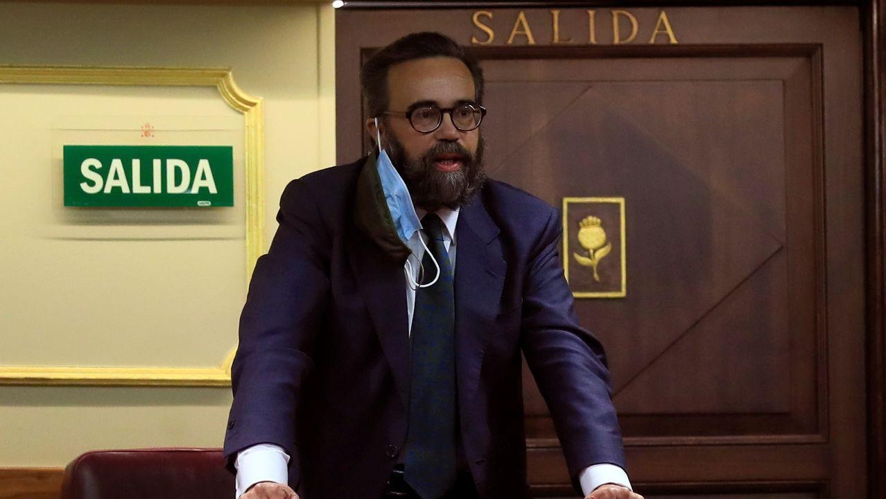 El diputado de Vox José María Sánchez García es expulsado del hemiciclo durante la sesión plenaria del Congreso de los Diputados celebrada este martes en Madrid.