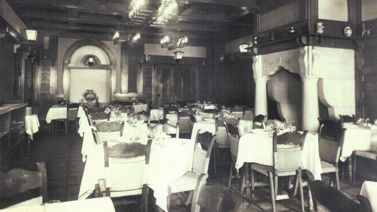 Salón interior del antiguo restaurante Lhardy de la calle Galera, en A Coruña