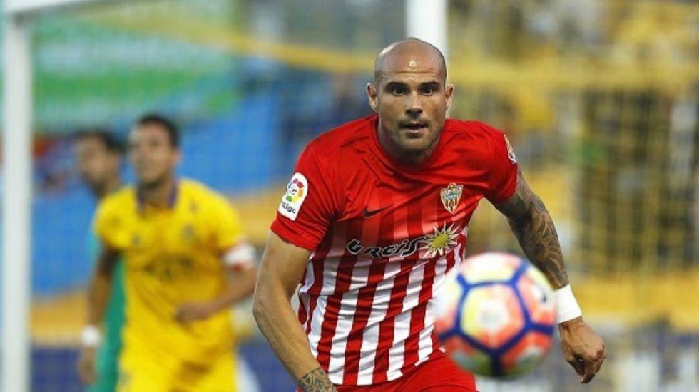 Nano, jugador del Almería y ex del Oviedo