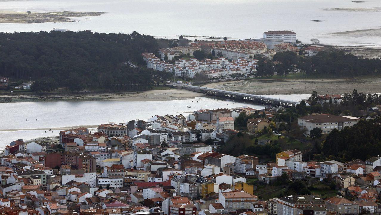 Playas en la provinciade Lugo.Las visitas se limitan en la pasarela que bordea acantilados y conduce a Fuciño do Porco