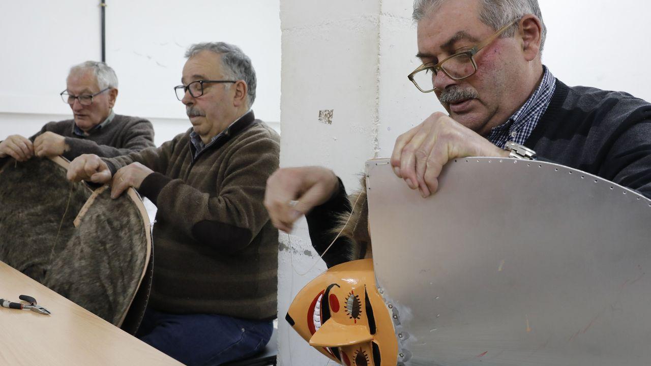 Domingo Lambedoiro en Chantada.En Verín el Concello organiza talleres para la elaboración del traje y la careta