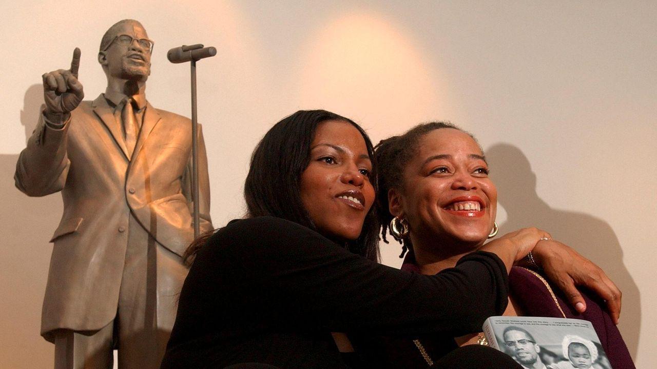 Dos de las hijas del político Malcolm X, en un aimagen de archivo