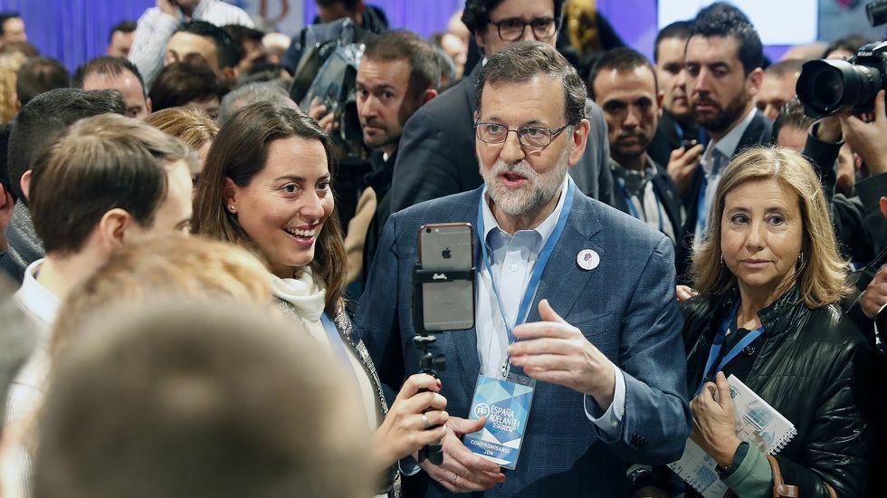 Rajoy al ser preguntado por Cospedal: «Menuda lluvia».Luis Venta
