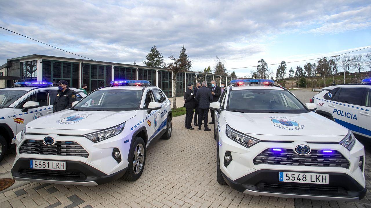 Los cuatro nuevos vehículos híbridos todoterreno fueron entregados a la Policía Autonómica en el Monte do Gozo