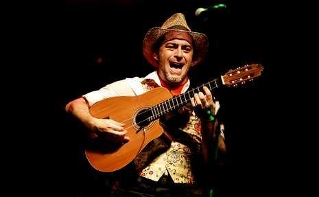 Alí tumbó a Foreman.Las raíces flamencas de Raúl Rodríguez abrieron los conciertos en A Quintana.