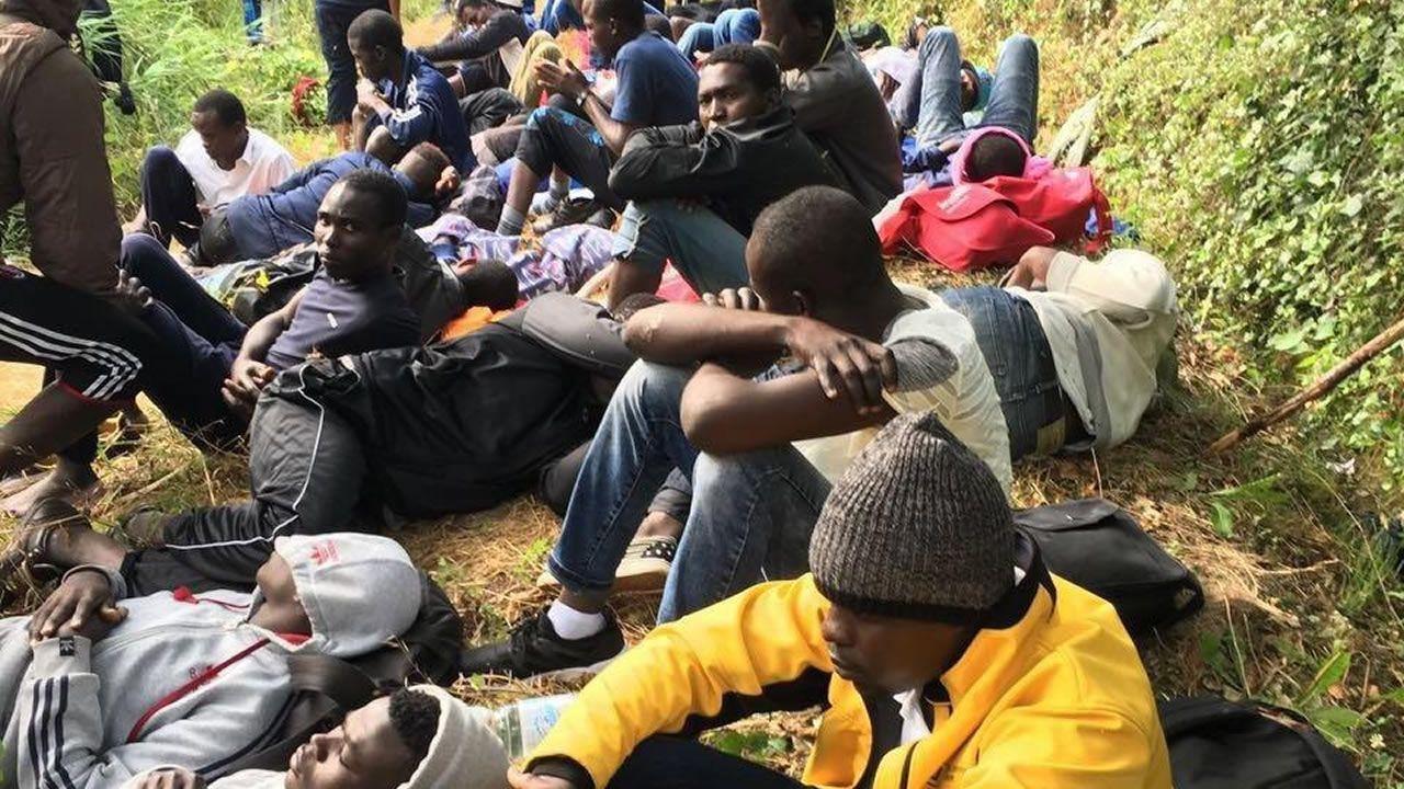 Los venezolanos son ya el colectivo de inmigrantes más frágiles de la ciudad de Ferrol.Varios inmigrantes cruzan un río de Italia en su intento de alcanzar la frontera