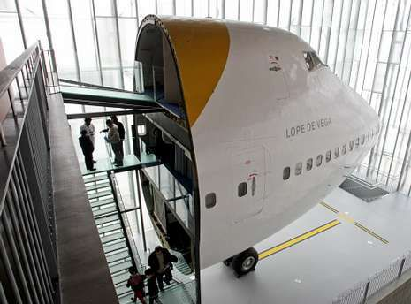 El avión que trajo el «Guernica» a España es uno de los atractivos del Muncyt.