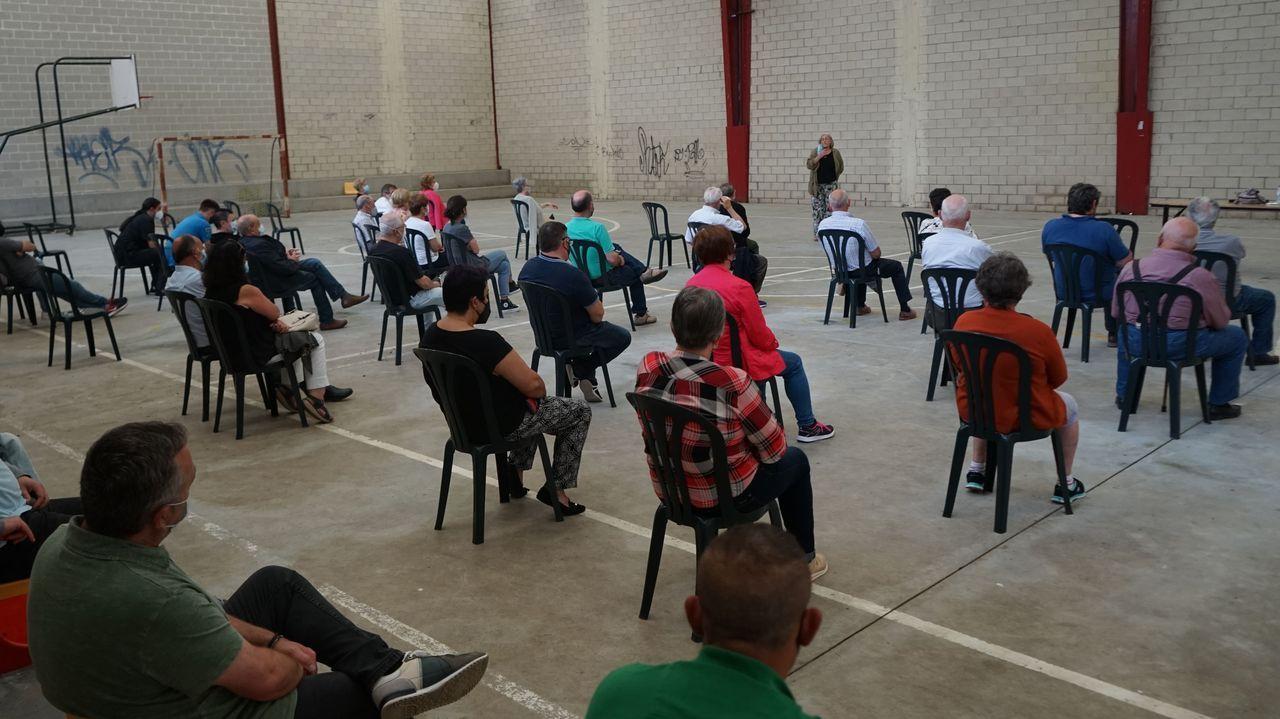 La reunión se celebró en el pabellón polideportivo del colegio de Parga