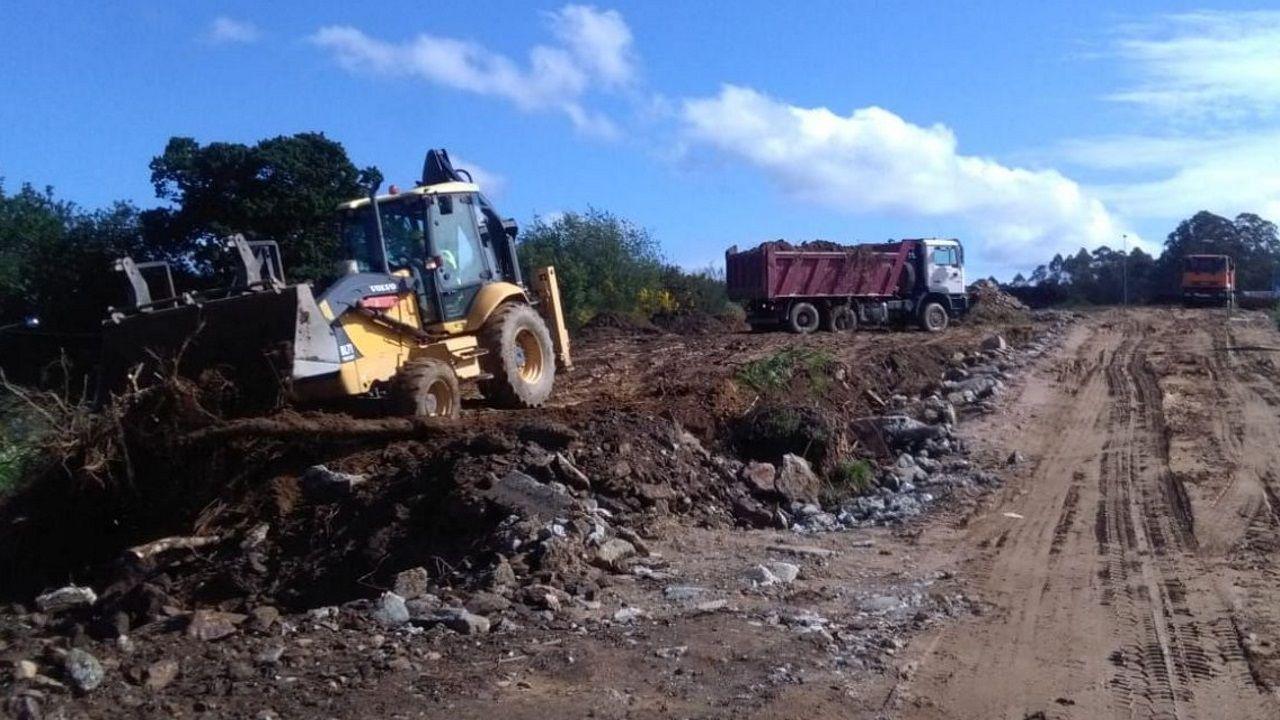 Vuelta al tajo de los trabajadores de la construcción.Obras en la vía Ártabra, en el área metropolitana de A Coruña