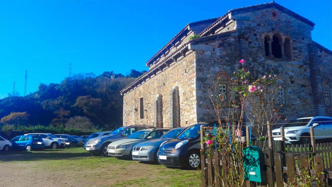 Iglesia de San Pedro de Nora convertida en un aparcamiento