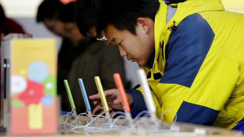 Modelos de iPhone 5 en una tienda china