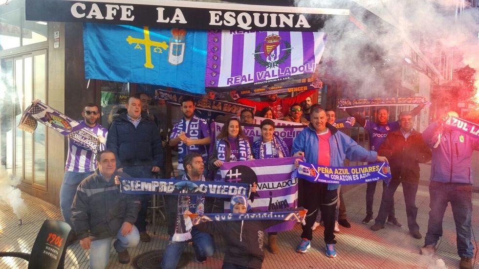 Michu Real Oviedo Nastic Carlos Tartiere.Miembros de la Peña Azul La Esquina y aficionados del Valladolid en la previa del partido de ayer