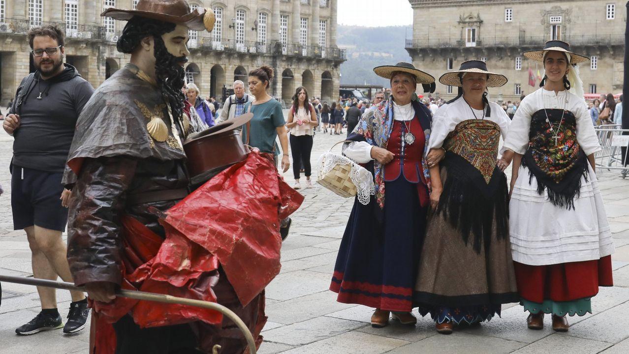 Desfile y Entroido dos xenerais en Rarís.La muestra en el Auditorio de Galicia reúne trabajos de más de un centenar de diseñadores