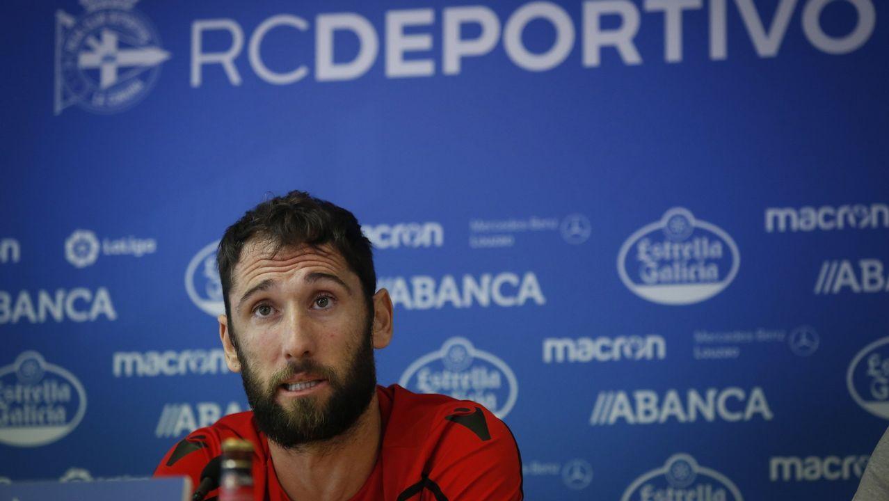 Christian Fernandez Anquela Real Oviedo Requexon.Brian Oliván (Cádiz) pugna por un balón con Lemos (Las Palmas)
