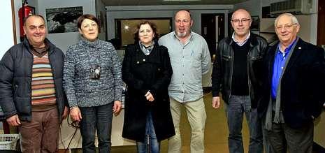 Fidel Roget, Maricarmen Freire, Olga Campos, Francisco Quiroga, Manuel Mourelle y José Gabín posaron antes de iniciar la mesa redonda.