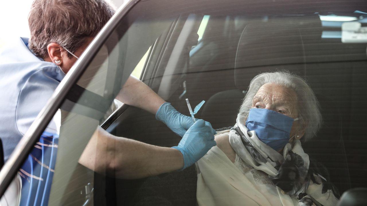 Vacunación de mayores de 80 años en el Hospital Donostia de San Sebastián