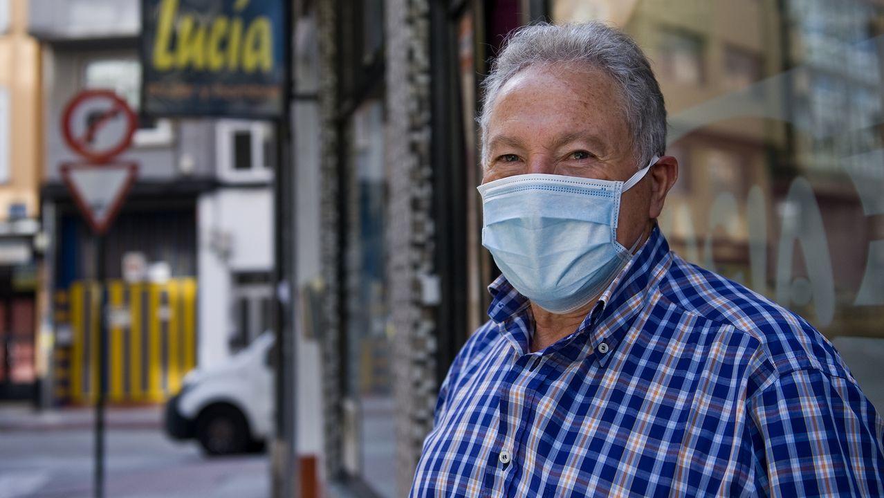 Francisco Blanco vive en el barrio de Os Mallos