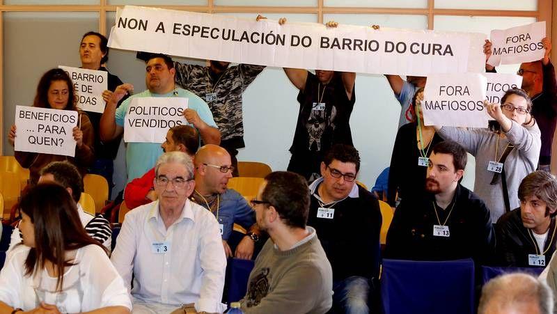 Protestas contra la urbanizacion barrio do cura.El edificio objeto de sanción está la calle Poboadores.