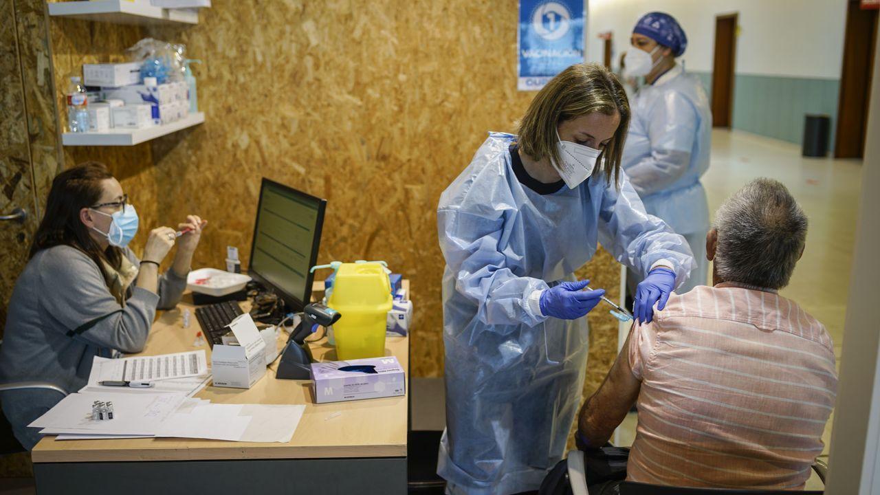 A por los de 59 y bajando en el Ifevi.Los equipos gallegos utilizan Janssen para la vacunación de dependientes a domicilio