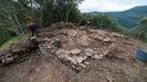 Desde que empezaron a realizarse las excavaciones, a comienzos de la  semana pasada, los arqueólogos han puesto al descubierto en el monte Cido los restos de unas antiguas edificaciones cuya naturaleza están tratando de comprender