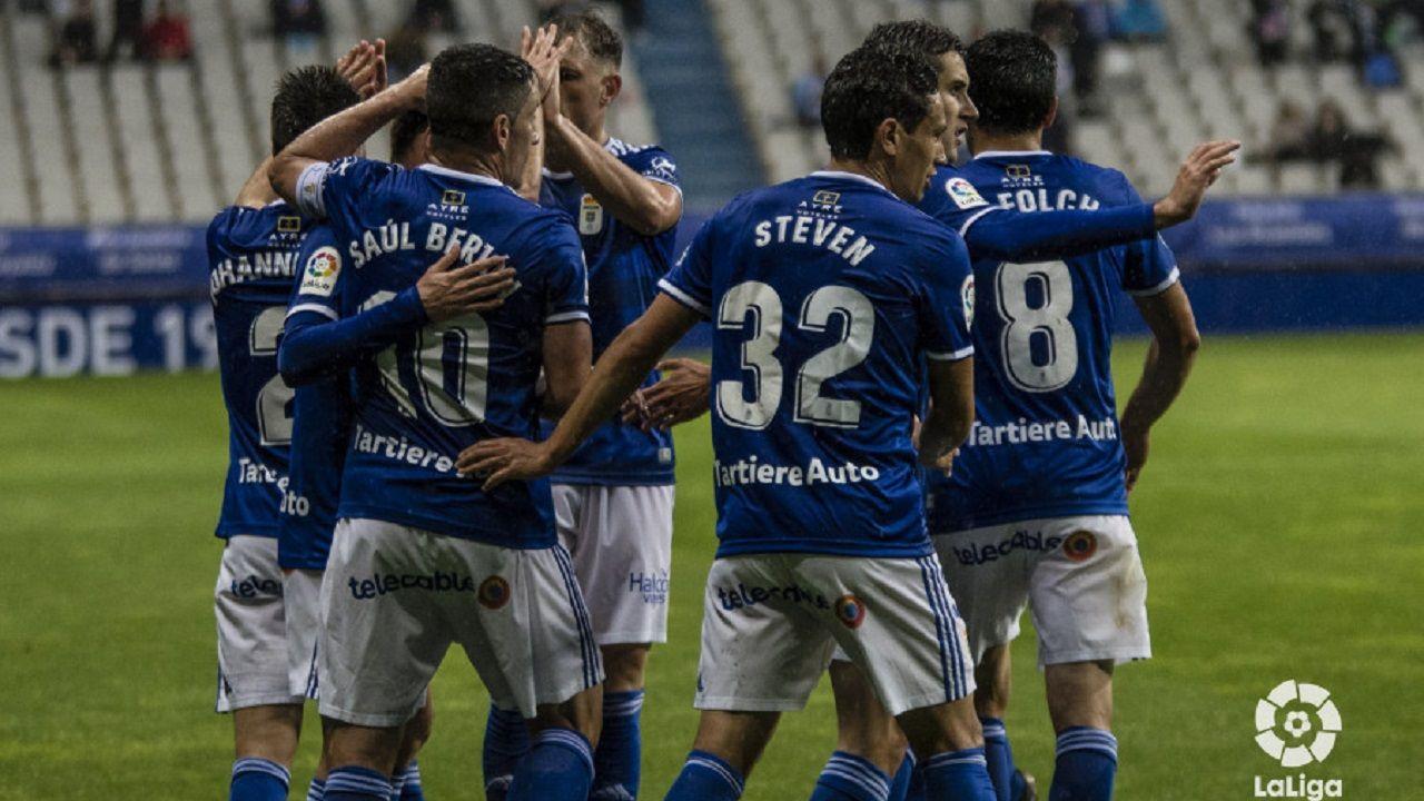 Los jugadores del Oviedo celebran uno de los tantos marcados al Rayo Majadahonda