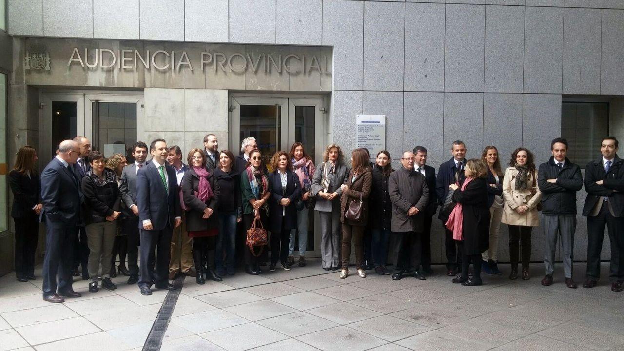 Laura Matamoros se confiesa sobre la maternidad.Jueces y fiscales, concentrados ante las puertas del Palacio de Justicia de Oviedo