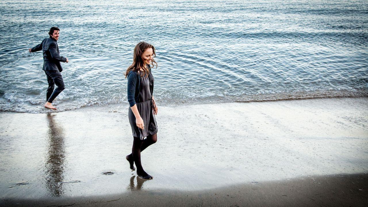 La alfombra roja de los Premios Goya.Los actores Christian Bale y Natalie Portman, en un fotograma del filme de Terrence Malick «Knight of Cups»
