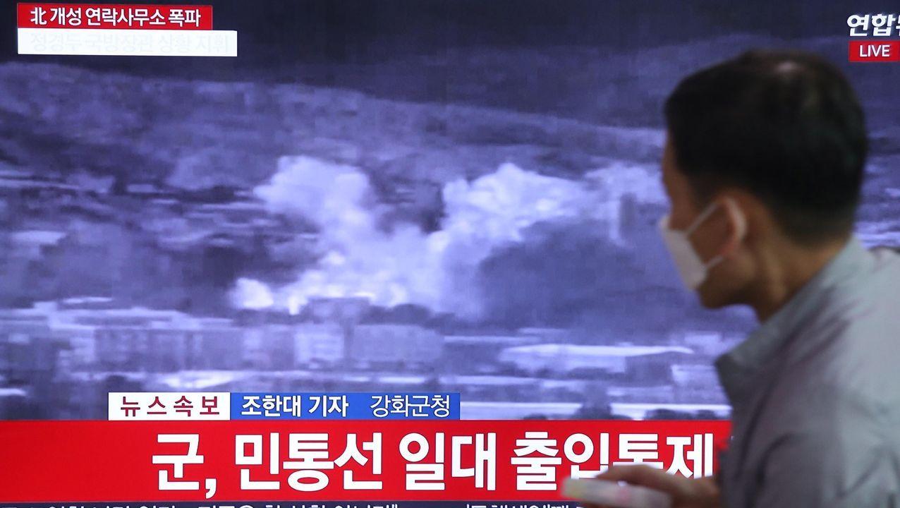 Los activista soltador los globos cerca de la frontera coreana