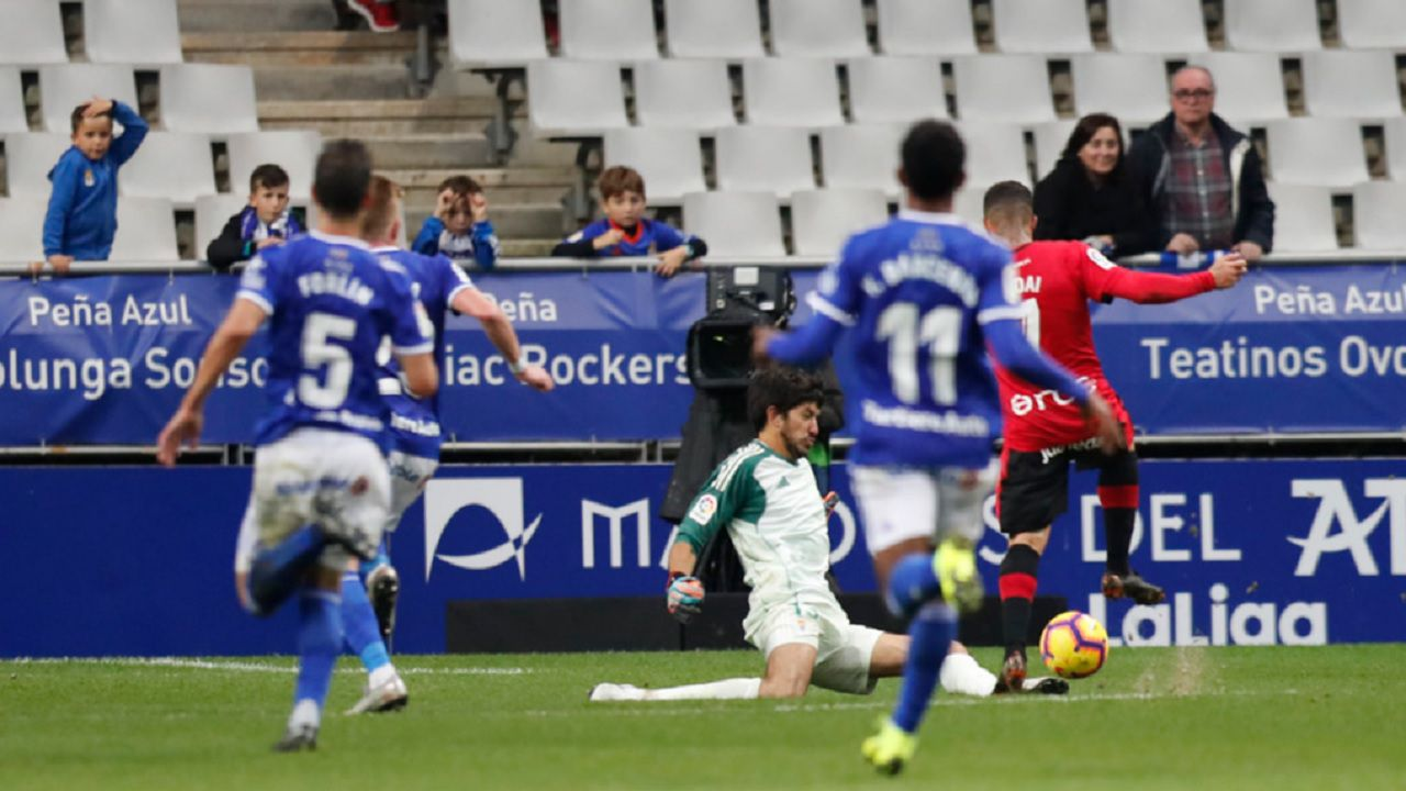 Champagne Aridai Real Oviedo Mallorca Carlos Tartiere.Champagne salva la última ocasión de Aridai