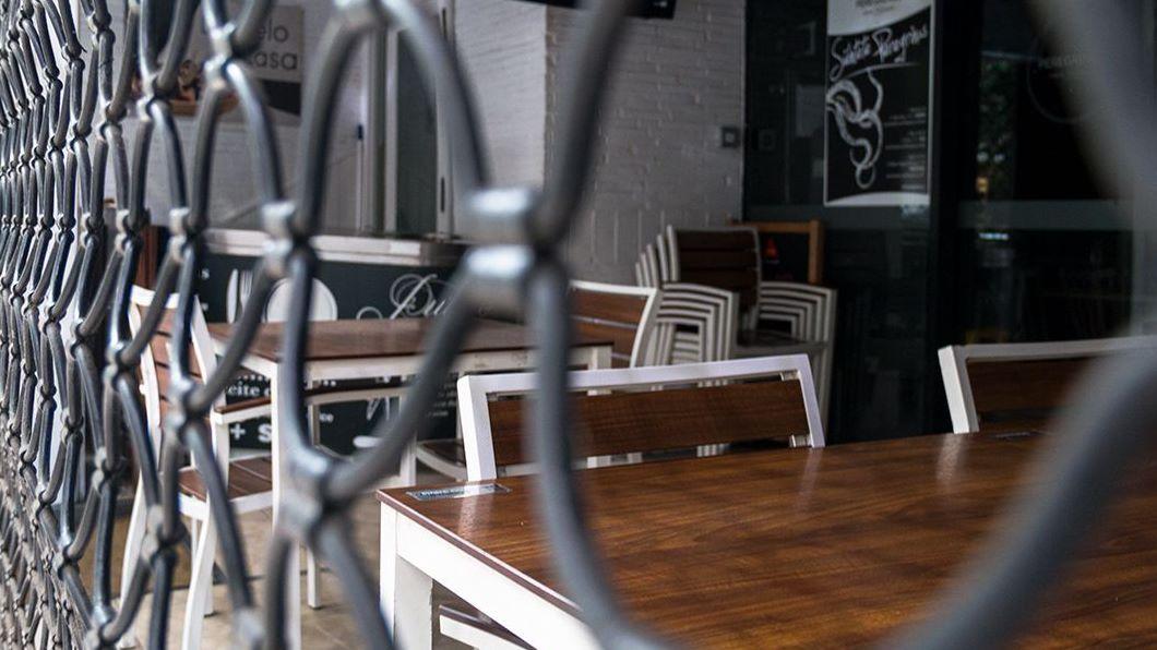 Un local de hostelería afectado por las restricciones